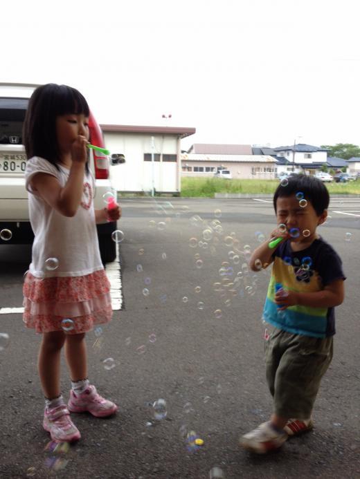 2012/06/06 17:29/仲良し?姉弟 f^_^;)