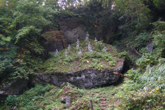 2011/11/18 10:14/観音岩  一三仏