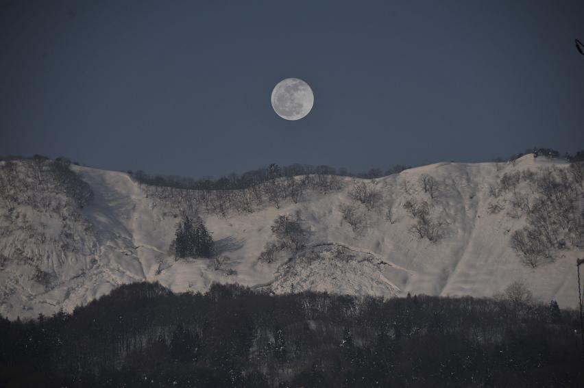「春を告げる山」画像