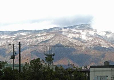 2011/11/16 10:09/【西山がうっすらと雪化粧しました】